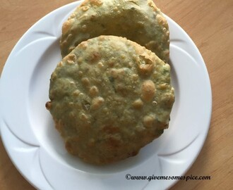 Mutter Stuffed puris (Indian bread stuffed with peas)