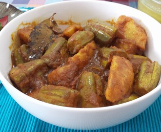 ALOO POTOLER DALNA / POTATO POINTED GOURD CURRY