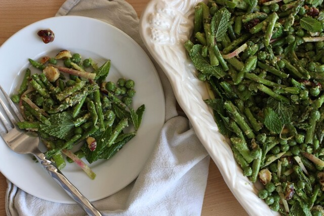 Raw Asparagus Pea Salad to welcome springtime …