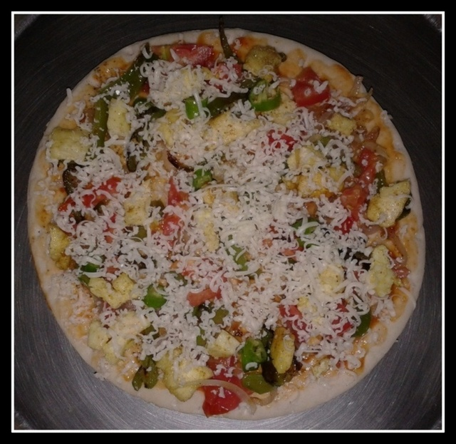 Veg Pizza/Paneer Pizza/Pizza on Stove Top