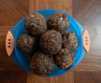 Flax seeds laddoo with dates