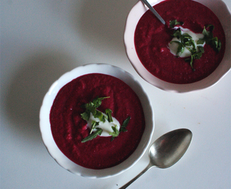 Sopa fria de beterraba com iogurte/ cold beetroot and yogurt soup