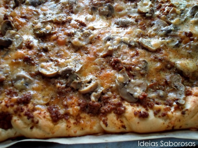 Pizza Bolonhesa {com massa Pizza Hut}