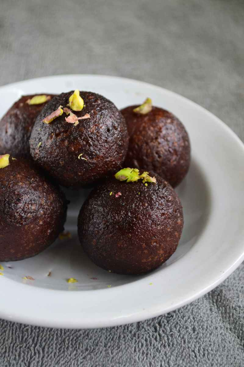 Kala Jamun Recipe – Indian Milk Sweet Recipes