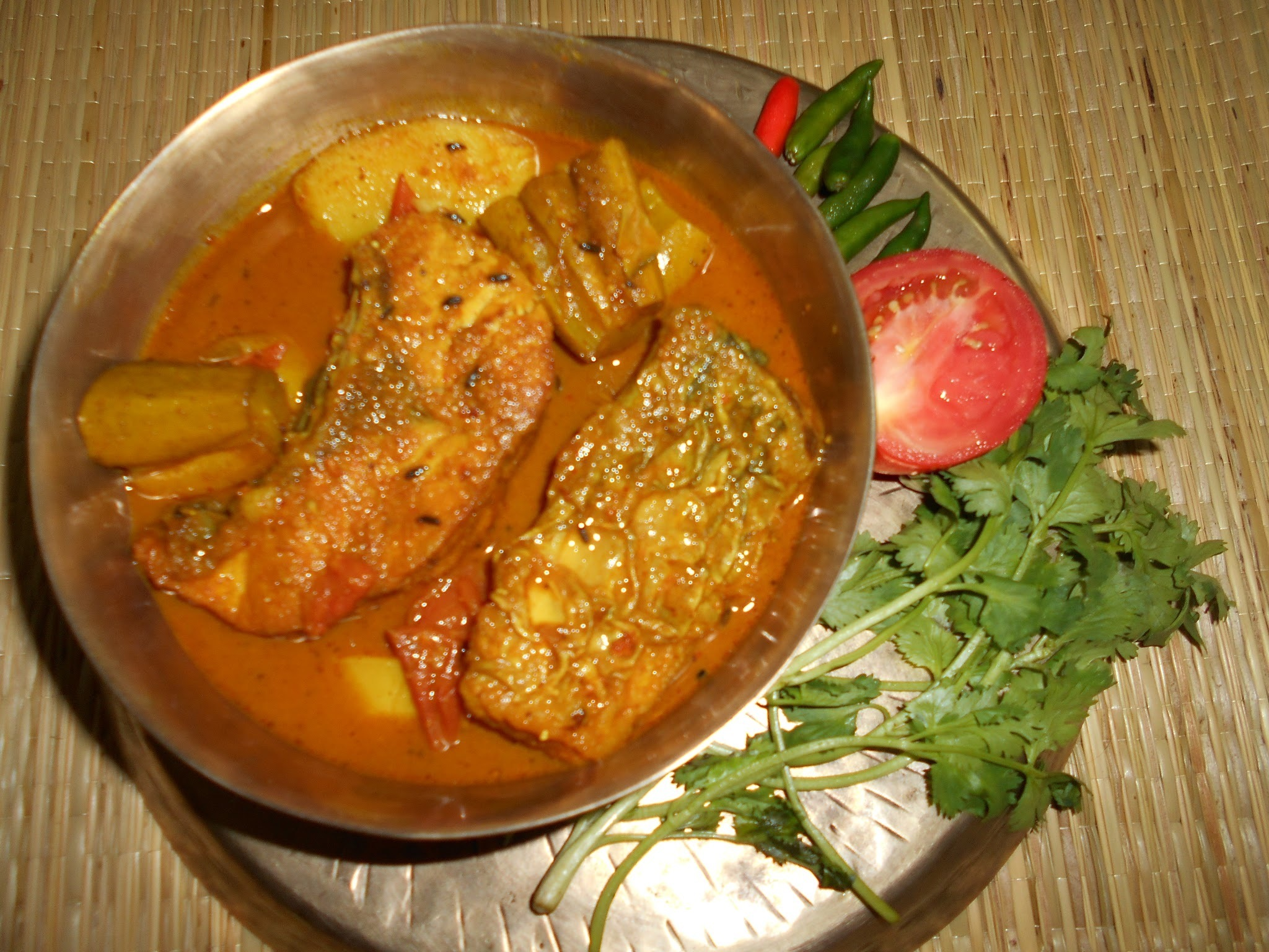 Bengali Style Aloo Potol Diye Macher Jhol / Bengali Style Fish Curry With Potato And Pointed Gourd