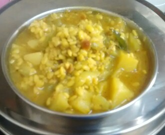 Turai Aloo Ki Sabji\ Ridge Gourd Potato Curry (cooked with moong dal)