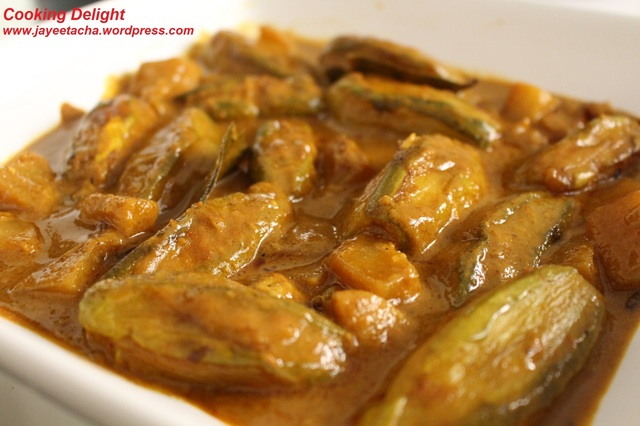 Patoler Dolma/Dorma (Stuffed Pointed Gourd Curry – Veg Version)