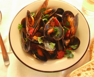 Mexilhões em molho de tomate / Mussels in tomato sauce