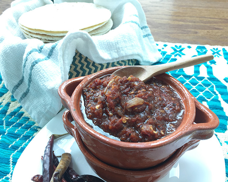 Salsa roja de chiles secos