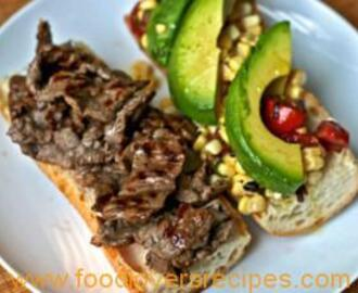 STEAK SANDWICH WITH CORN, TOMATO AND AVOCADO