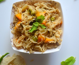 Easy Veg Pulao | Easy Pressure Cooker Vegetable Pulav