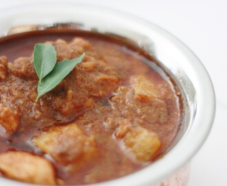 Varutharacha kozhi curry / kerala style chicken curry