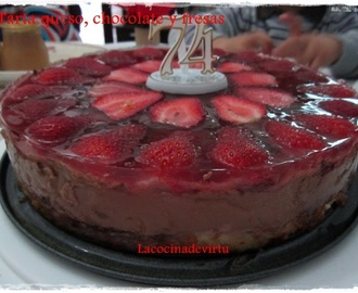 TARTA QUESO, CHOCOLATE Y FRESAS