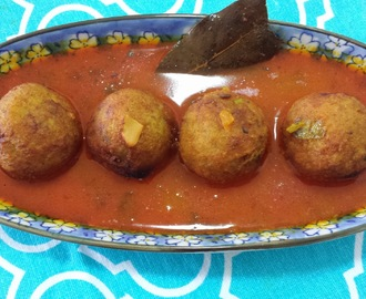 RAW BANANA KOFTA CURRY / KACHA KOLAR KOFTA