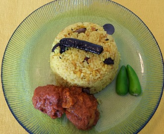 BHUNA KHICHDI WITH DUM ALOO