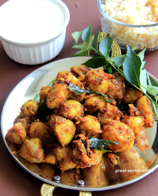 Potato Curry Recipe - Chettinad Potato Fry - Spicy Potato Fry with freshly grinded spices - Side dish