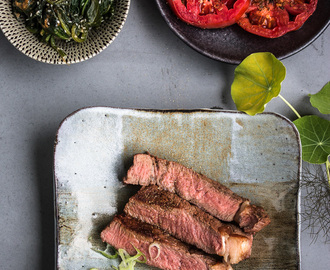 Japanische Grillparty –  Rumpsteak in Gyu Dare Marinade, Sancho-Pfeffer Tomaten und Spinatsalat mit Sesam Dressing