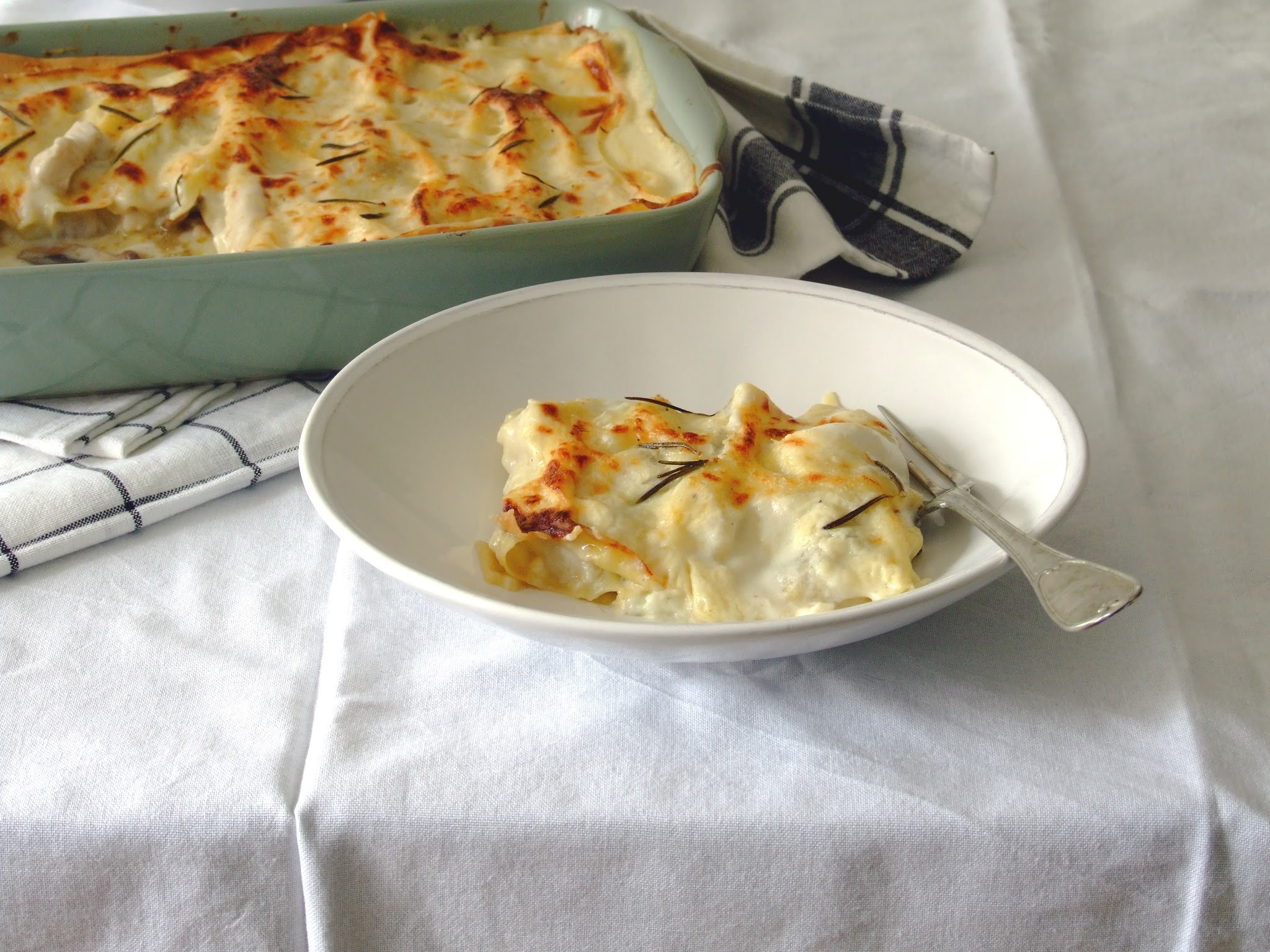 Lasanha branca de frango e cogumelos . Chicken and mushrooms white lasagna