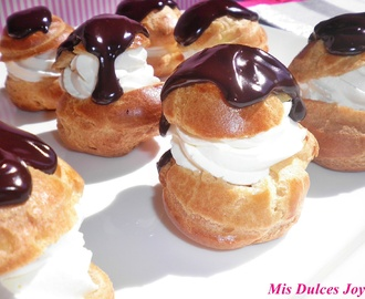 PROFITEROLES, con nata y chocolate