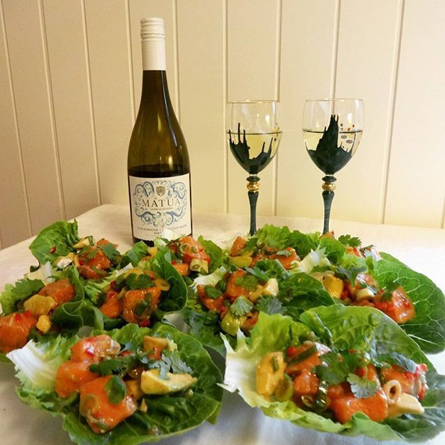 Chilimarinert laks i hjertesalat ✿ Matua Lands & Legends Sauvignon Blanc 2015