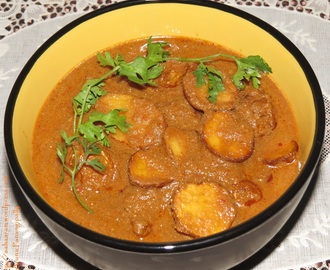 Punjabi Dum Aloo (Baby Potatoes in Onion-Tomato Gravy)