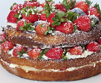 Naked cake com fruta (recheio de cream cheese de chocolate branco)