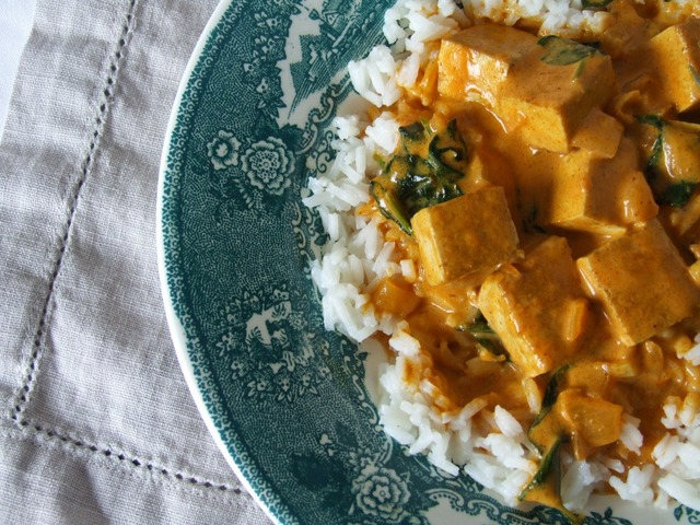 Caril de tofu e espinafres (porque variar é bom) . Tofu and spinach curry (because is nice to vary)