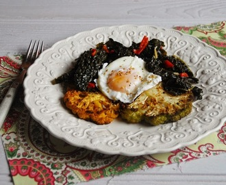 Poached eggs, cauliflower toasts, kale and dukkah / Ovos escalfados com tostas de couve flor, couve e dukkah.