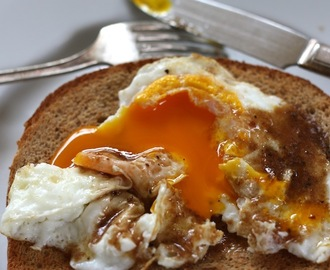 Fried Eggs with Sizzling Vinegar