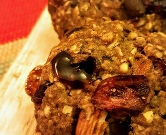 Christmas Special: Sugar-free Oats, Almonds, Chocolate and Cranberry Cookies