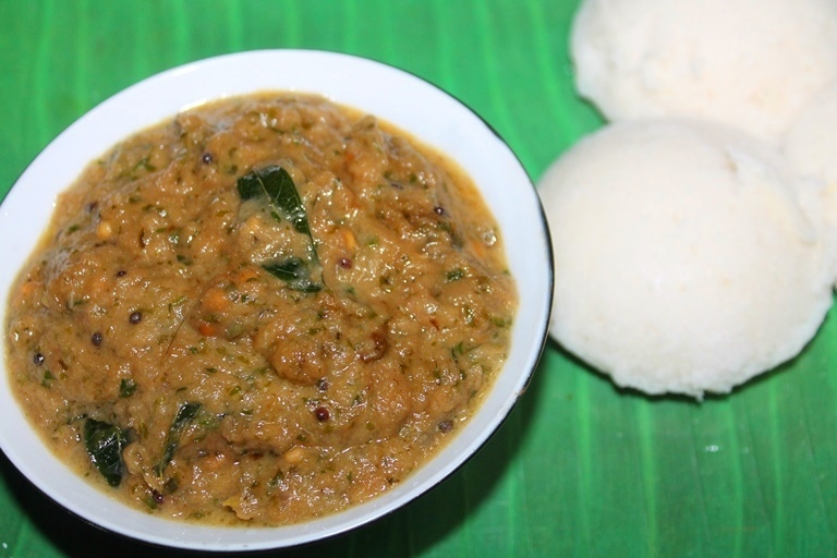 Onion and Coriander Chutney Recipe - Vengaya Kothamalli Chutney Recipe