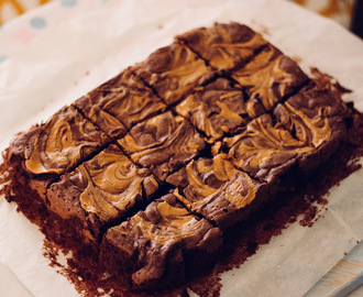 Brownies de chocolate com manteiga de amendoim
