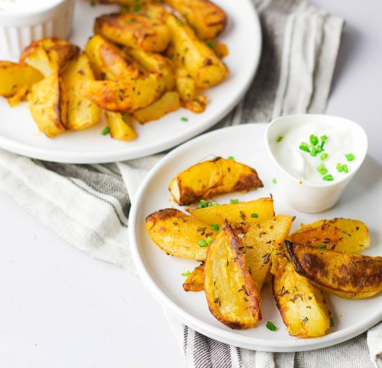 Thyme oven roasted potatoes. (VeGaN)