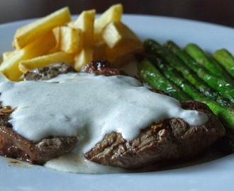 Bife do lombo com molho Roquefort / Sirloin steak with Roquefort sauce