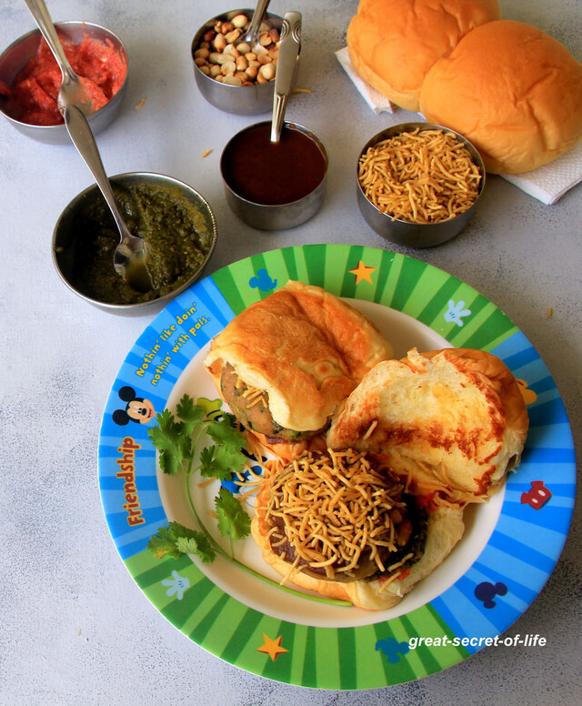 Dabeli Chaat Recipe - Kutchi Dabeli - Chaat recipes - Famous Indian Street food - Snack Recipes - Starter Recipes