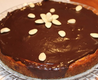 Cheesecake americano com ganache de chocolate
