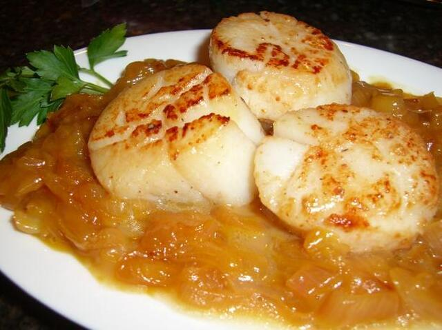 Pan Seared Sea Scallops with Orange Braised Shallots
