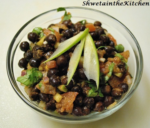 Kala Chana Chaat a.k.a Chana Jor Garam - Black Chickpea Salad