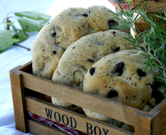 FOCACCIA BREAD WITH OLIVES