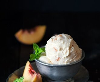 No Churn Eggless Peach Ice Cream