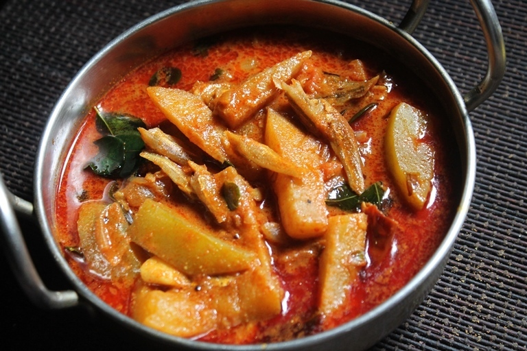 Chettinad Nethili Karuvadu Kuzhambu Recipe - Dry Fish & Mango Curry Recipe