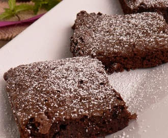 BROWNIES DE CHOCOLATE PRETO E LARANJA
