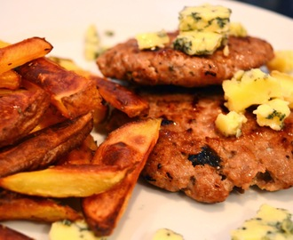 Hambúrgueres com sweet pickles e batatas crocantes no forno // Sweet Pickles Burgers and Crunchy Oven Fries