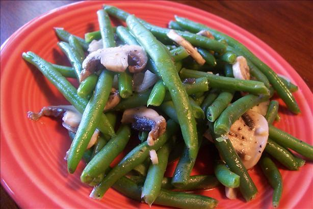 Sautéed Green Beans With Mushrooms and Onion