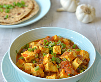 Cottage cheese curry with Spring onion n black pepper | Kaali mirch aur hare pyaz ki paneer sabzi