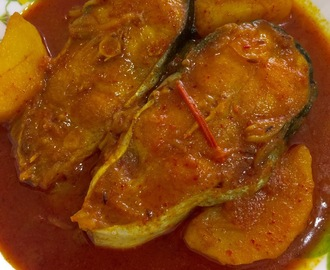 MACHER ALOO TOMATO JHOL / FISH CURRY WITH POTATO N TOMATO