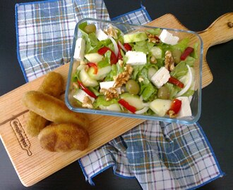 Salada fresca com queijo, mel e nozes / Fresh salad with cheese, honey and nuts
