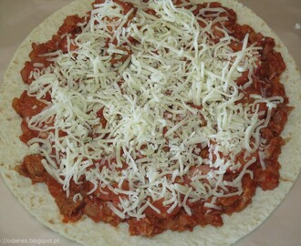 Pizza de atum com base de wrap