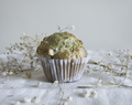 Muffins de matcha e chocolate branco/ Matcha and white chocolate muffins