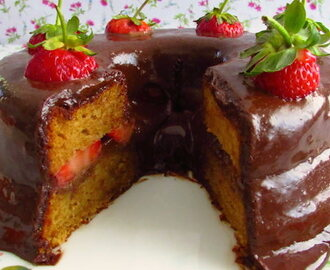 Coffee cake with chocolate mousse and strawberries